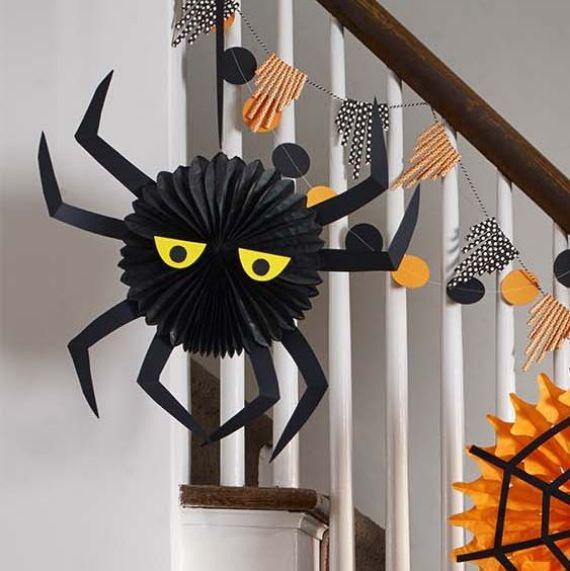 halloween-scene-Spider Fan