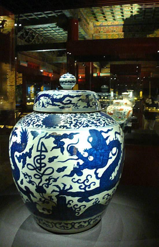 387px-China_ming_blue_dragons