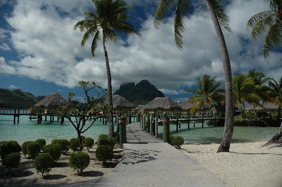 bora-bora-islands-pacific-ocean-4