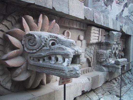 quetzacoatl-detail-cc-arabella