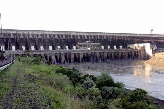 itaipu-dam-a-seven-wonder-of-the-world-brazil-4