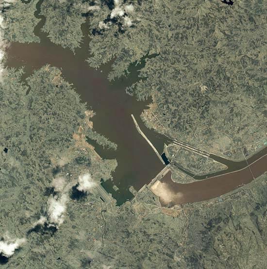 itaipu-dam-a-seven-wonder-of-the-world-brazil-5