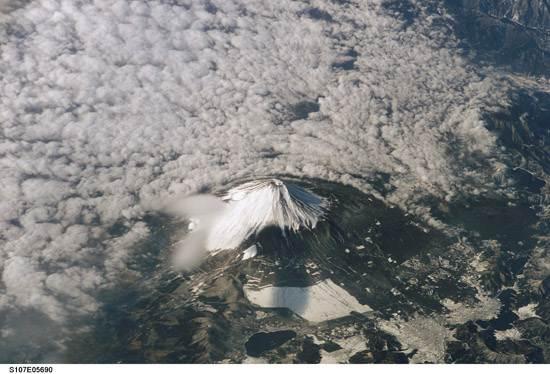 japan-mount-fuji-the-holy-mountain-10