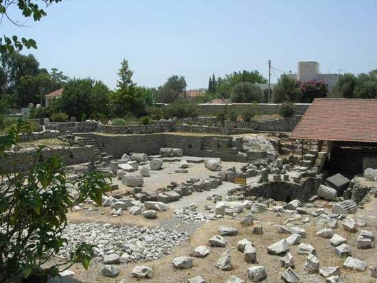 mausoleum-of-maussollos-at-halicarnassus-4
