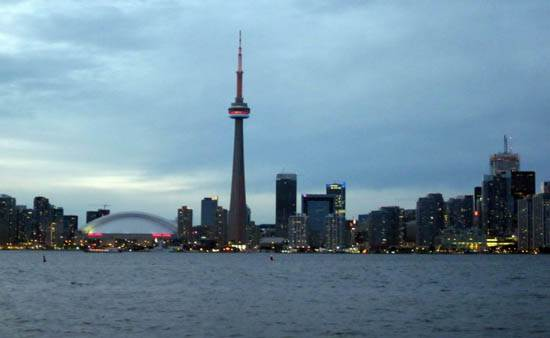 toronto-canada-the-cn-tower-14