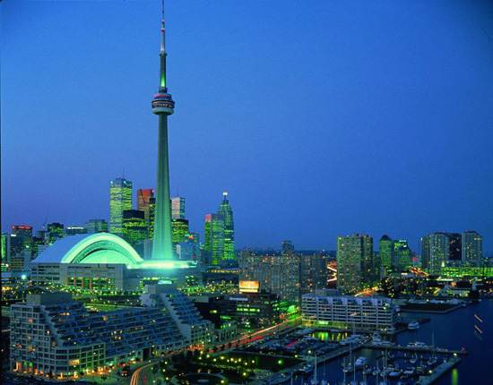 Traveling To Toronto Canada The Cn Tower Family Holiday Net Guide To Family Holidays On The Internet