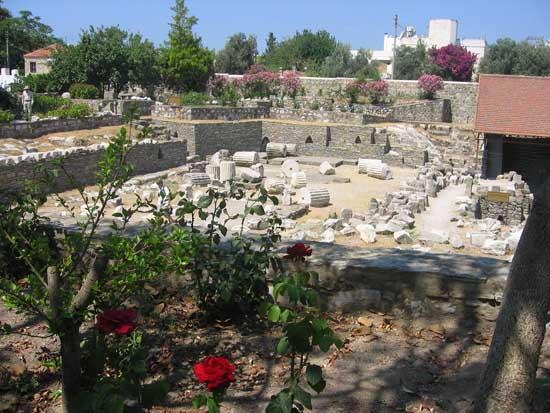 remains-of-the-mausoleum-of-halicarnassus-in-bodrum-1