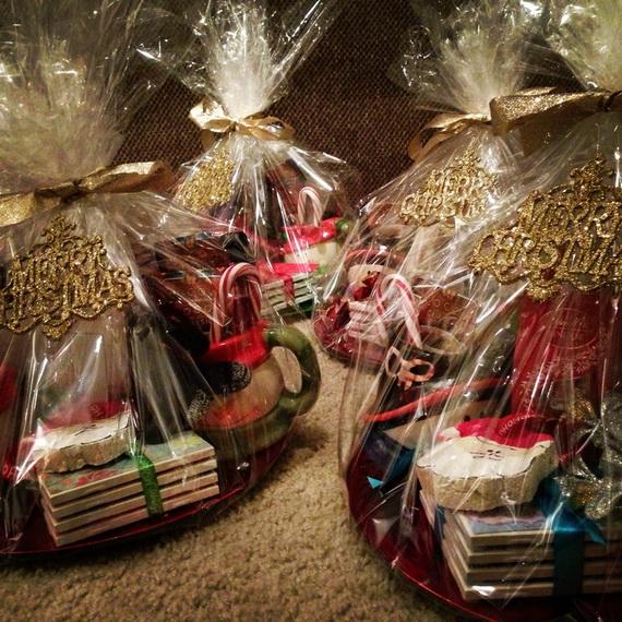 Traditional Christmas Gift Basket Idea_05