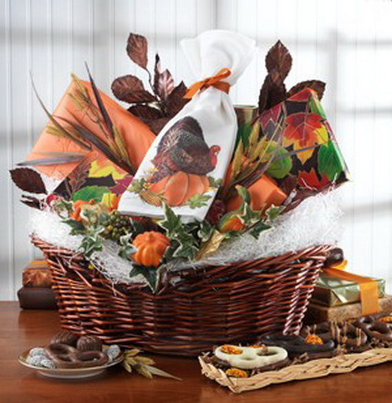 Traditional Christmas Gift Basket Idea_09
