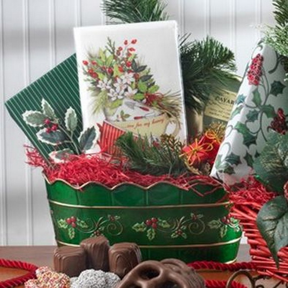 Traditional Christmas Gift Basket Idea_14