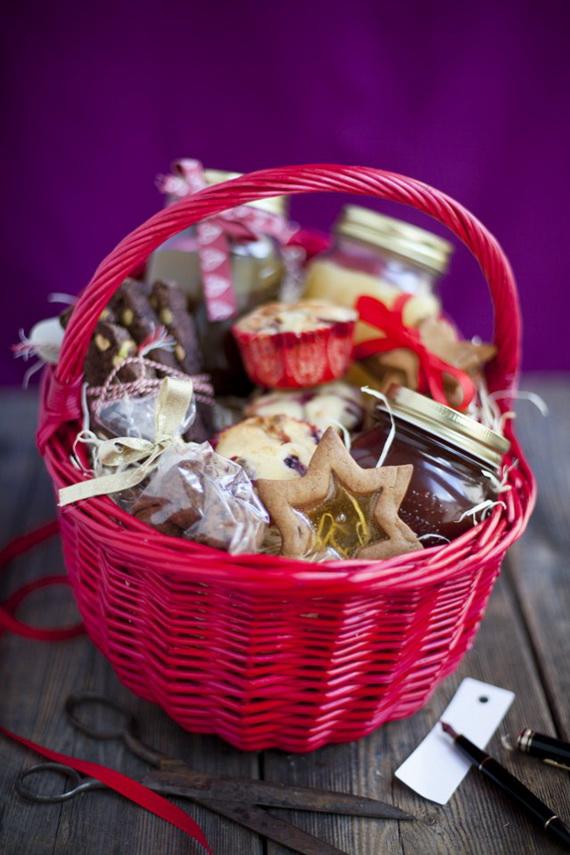 Traditional Christmas Gift Basket Idea_16