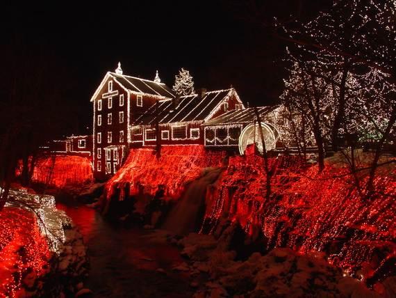 Fantastic-Christmas-Holiday-Lights-Display_32