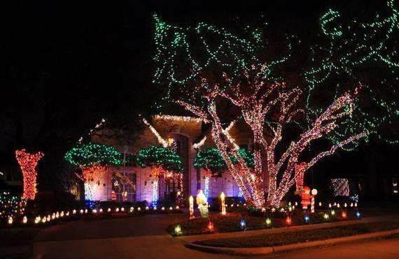 Fantastic-Christmas-Holiday-Lights-Display_52