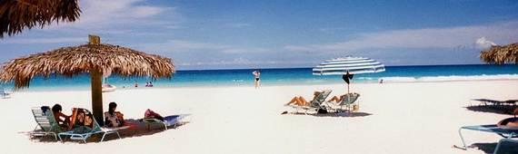 Pink-Sand-Beach-in-Harbour-Island-Bahamas-_05