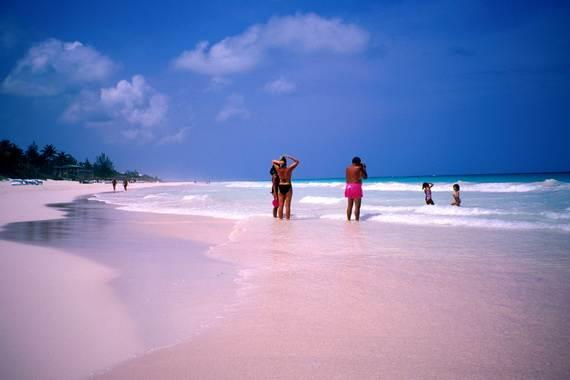 Pink-Sand-Beach-in-Harbour-Island-Bahamas-_37