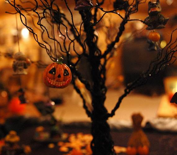 50_Stylish_-Halloween-House__-Interior_-Decorating_Ideas__43