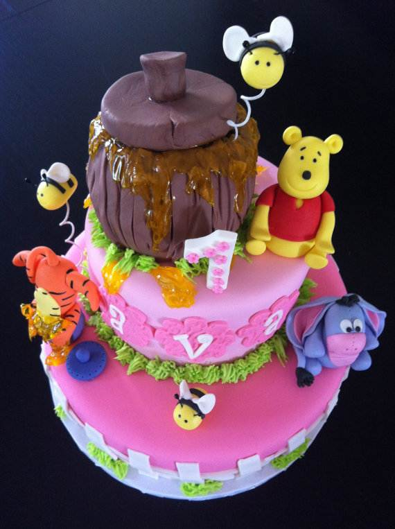 Winnie-the-Pooh-Cake-and-Cupcakes-Decorating-Ideas_63