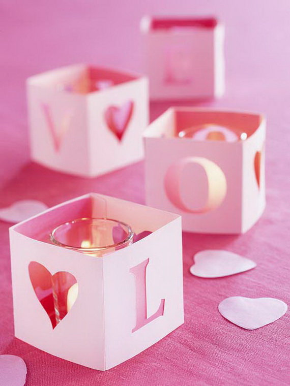 Beautiful- and -Romantic- Candle - Decorations- for- Valentine's- Day_38