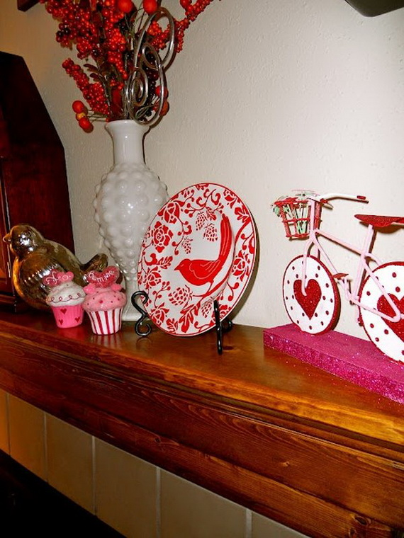 65 -Gorgeous- Valentine's- Day- Mantel- Décor- Ideas_61