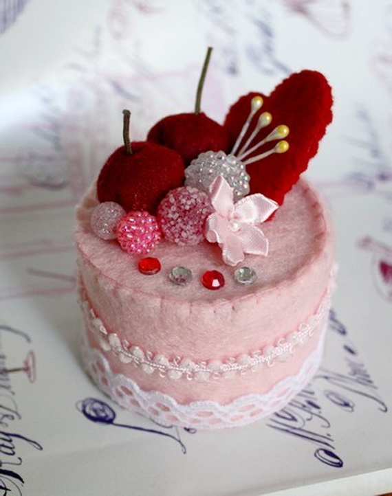 Handcrafted- Valentine's- Day- Decorations_28