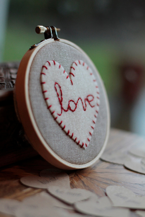 Handcrafted- Valentine's- Day- Decorations_32