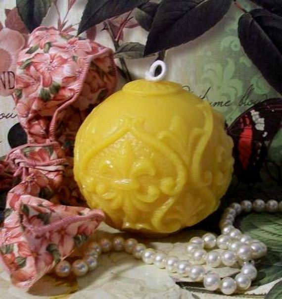 Mardi- Gras- Candle -Decorations_17