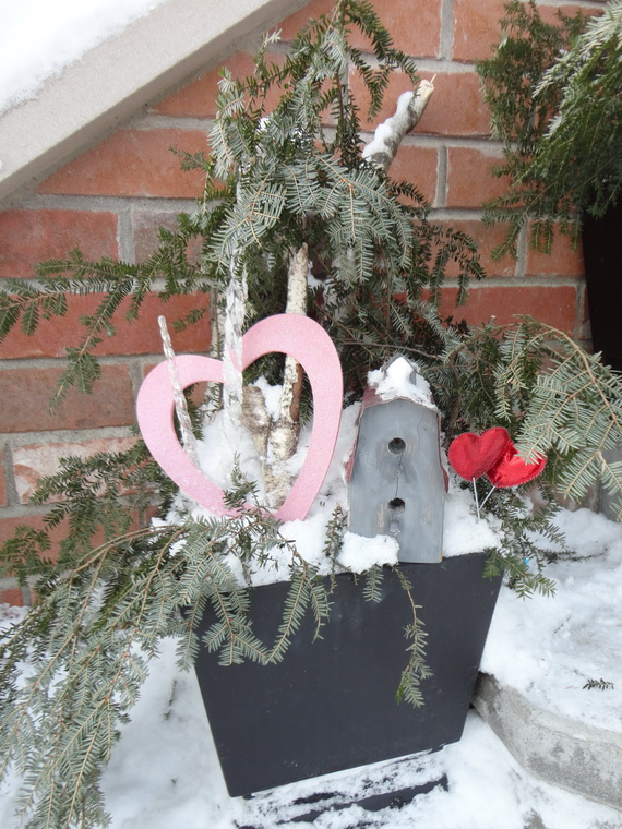 Valentine's- Outdoor-Decoration- Ideas_21