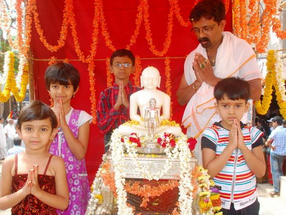 Mahavir- Jayanti- Festival- Jain- Festivals_08