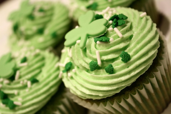 Shamrock-and-Sprinkles-Cupcakes-1024x682_resize
