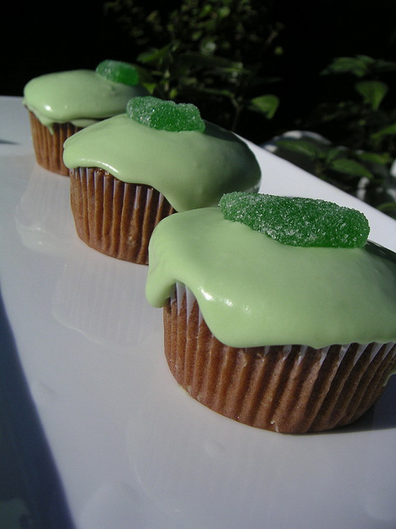 St-Patricks-Day-Gingerbread-Guinness-Cupcakes_resize