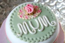 Cake Decorating Ideas for a Mom's Day Cake