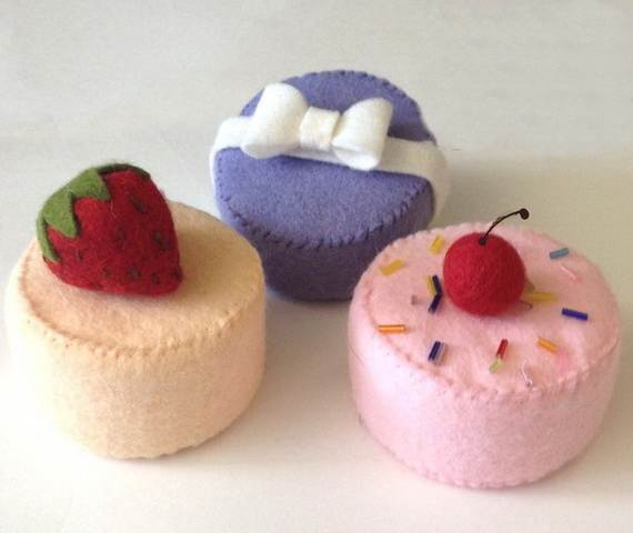Felt-Crafts-and-Needle-Felting-Projects-for-All-Seasons-_064