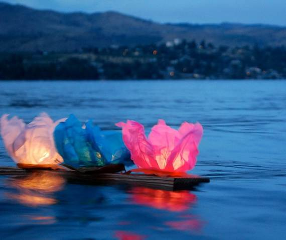DIY-Paper-Lotus-Lanterns-for-Buddha's-Birthday__141