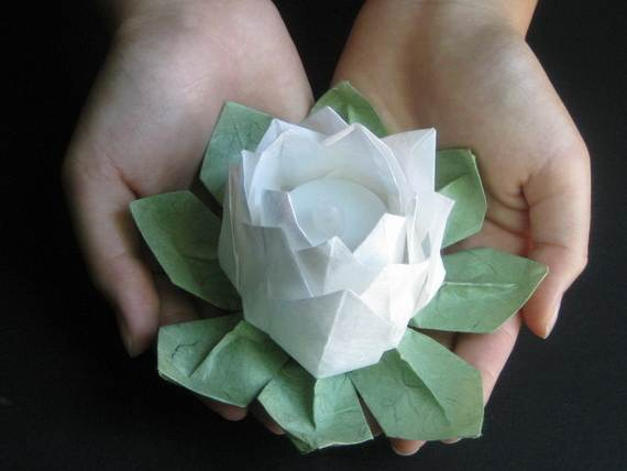 DIY-Paper-Lotus-Lanterns-for-Buddha's-Birthday__151