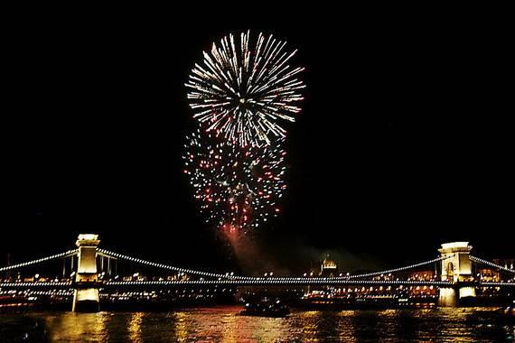 800px-Fireworks_o_resize