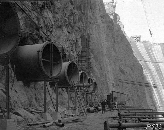 Construction_of_Hoover_Dam_1934-4