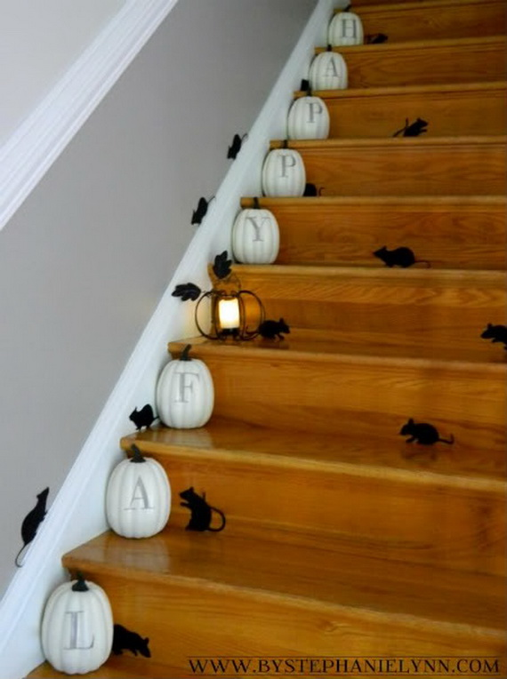 50 Unique Fall Staircase Decor Ideas_08