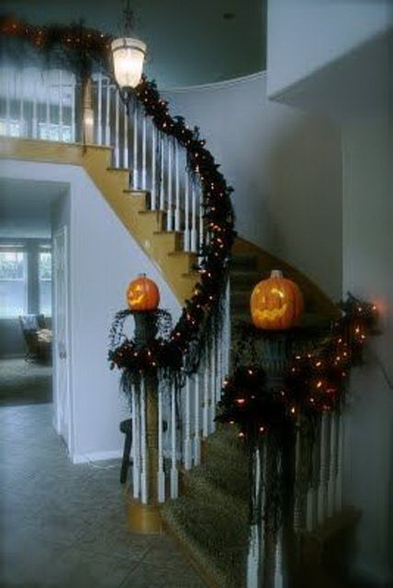 50 Unique Fall Staircase Decor Ideas_26