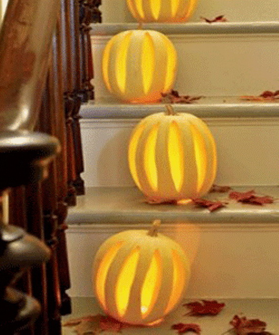 50 Unique Fall Staircase Decor Ideas_40