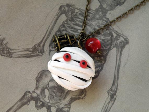 Elegant White Halloween Ideas_05