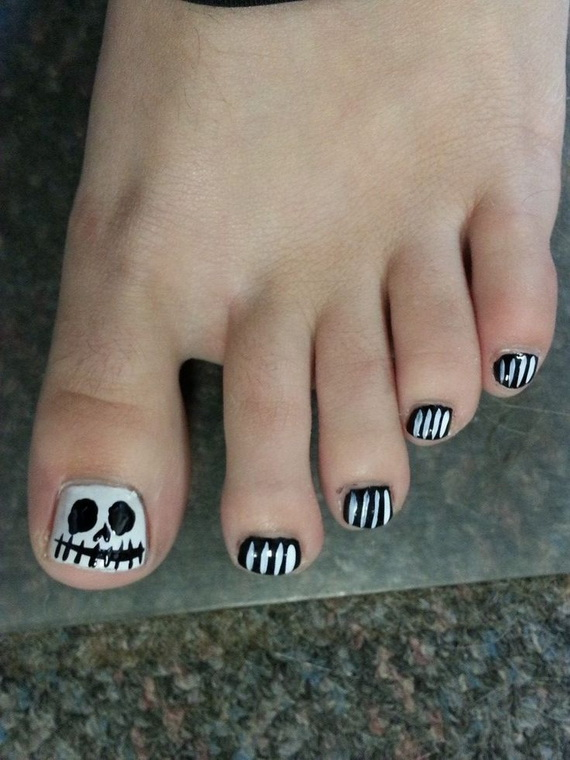 Gorgeous Ghastly Halloween Nail Art Designs (29)