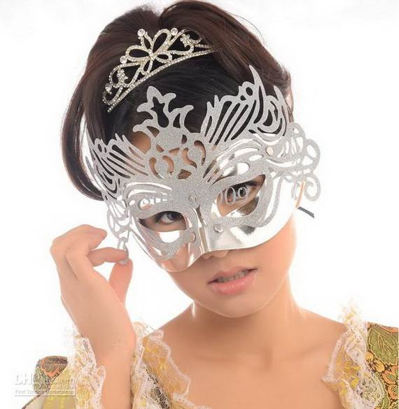 How-to-Make-a-Paper-Mache-Mask-With-a-Foil-Mold_68