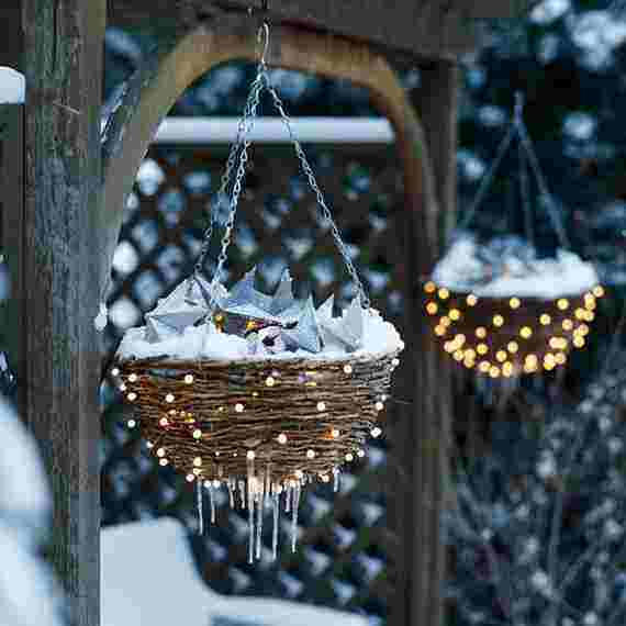 Outdoor-Christmas-Decorations-For-A-Holiday-Spirit-_341