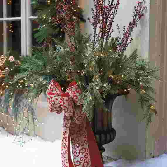 Outdoor-Christmas-Decorations-For-A-Holiday-Spirit-_381