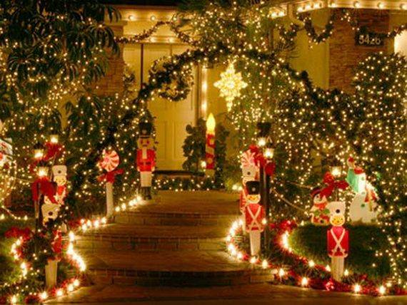 Outdoor-Christmas-Decorations-For-A-Holiday-Spirit-_601