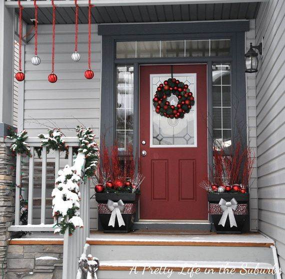Outdoor-Christmas-Decorations-For-A-Holiday-Spirit-_63