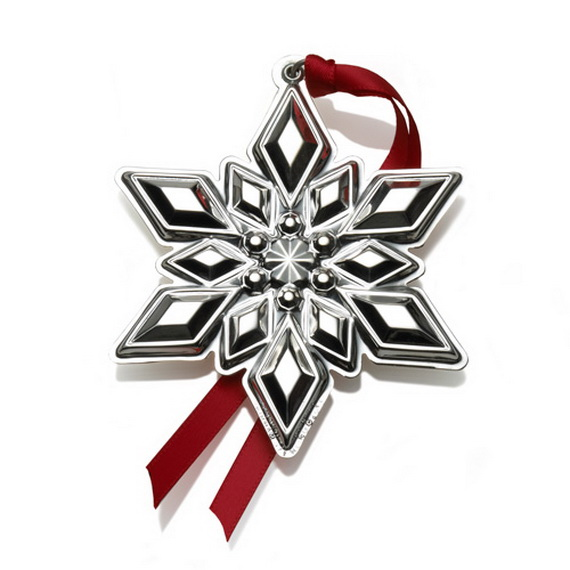 Splendid Ideas For Christmas Tree Decoration With Silver And Gold Ornaments_06