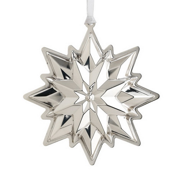 Splendid Ideas For Christmas Tree Decoration With Silver And Gold Ornaments_07