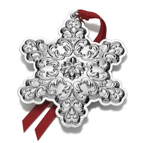 Splendid Ideas For Christmas Tree Decoration With Silver And Gold Ornaments_10