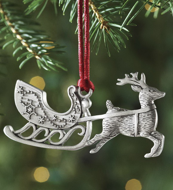 Splendid Ideas For Christmas Tree Decoration With Silver And Gold Ornaments_21